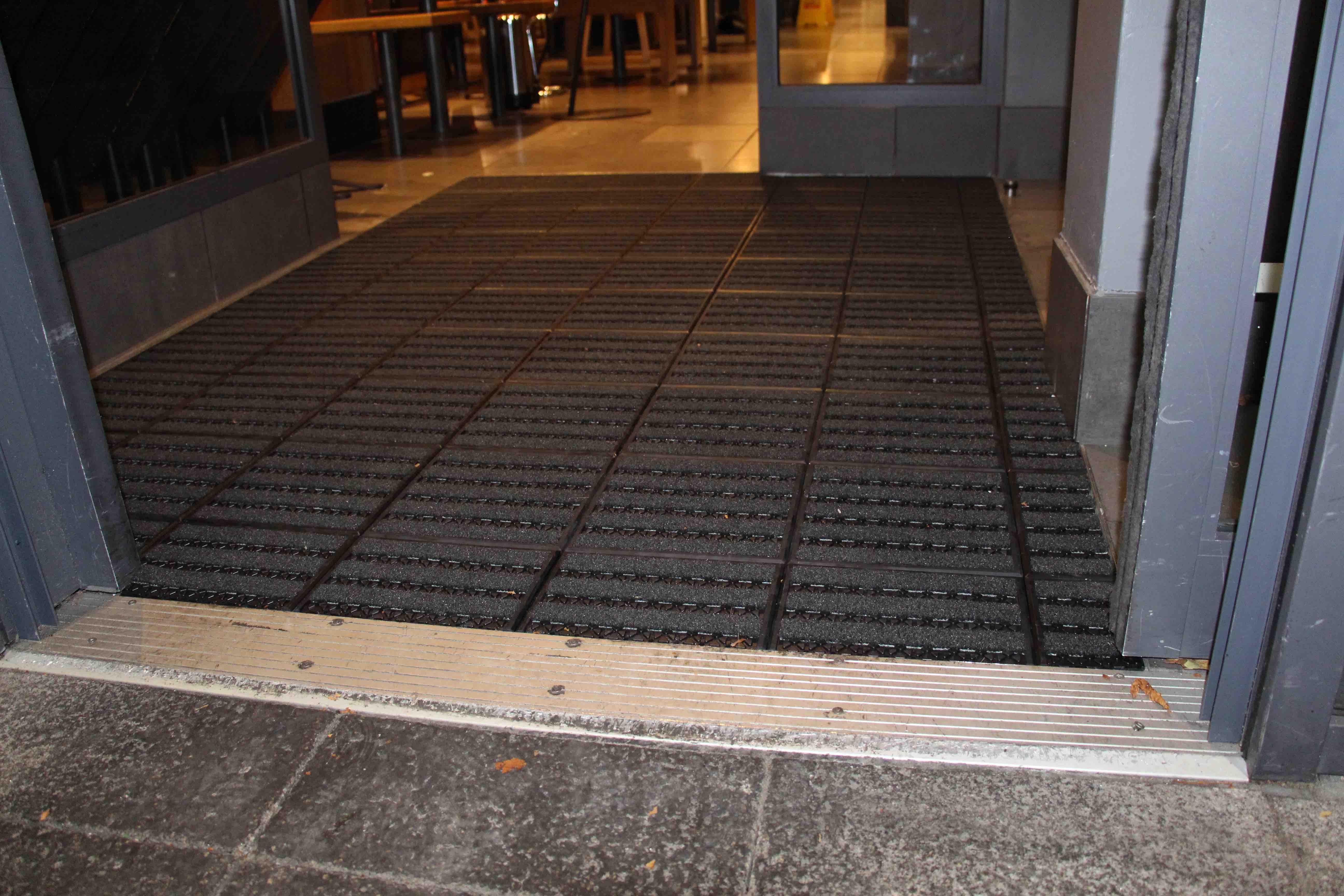Matworks   Wagamama Treadloc 25 Entrance Tile